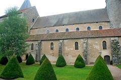 Eglise Saint-Pierre et Saint-Benoît - Deutsch: Prioratskirche, Langhaus u.