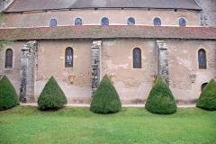 Eglise Saint-Pierre et Saint-Benoît - Deutsch: Prioratskirche, Langhaus von SO
