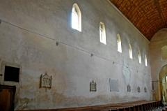 Eglise Saint-Pierre et Saint-Benoît - Deutsch: Prioratskirche, Hauptschiff, nordwestliche Außenwand