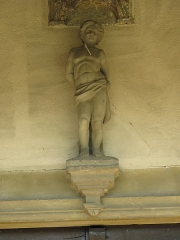 Eglise - English: Statue of Saint-Sebastian at the entrance of the church Notre-Dame in Préty (Saône-et-Loire, France).