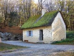 Oppidum du Mont-Beuvray, dit aussi oppidum de Bibracte (également sur commune de Glux-en-Glenne, dans la Nièvre) -  Reconstitution de la maison que Jacques Gabriel BULLIOT habitait lors de ses fouilles au Mont Beuvray