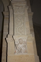 Eglise Saint-Hilaire -  The pillars upon which the arches of the choir stands are the only ones to be decorated. They is based on corbels decorated with a low-relieve.