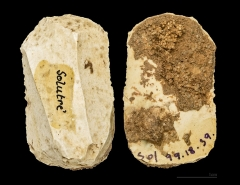 Gisement préhistorique - English:  Scraper  in flint. The two sides of the same specimen. Stage: Solutrean (22,000 to 17,000 years Before the Current Era) Locality:  Solutré-Pouilly, France. Former collection of Adrien Arcelin .</dd>