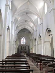 Eglise de la Madeleine - English: Nave of the church Sainte-Madeleine in Tournus (Saône-et-Loire, France), looking to the choir.