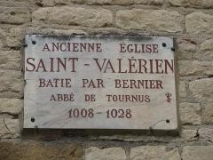 Eglise Saint-Valérien - English:   Plaque on the facade of the church Saint-Valerien in Tournus (Saône-et-Loire, France).