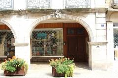 Maison - Français:   Hôtel Lacroix-Laval de Tournus.
