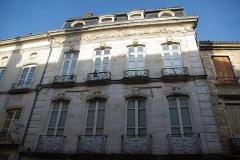 Maison -  Façade de l'Hôtel Lacroix-Laval rue de la République à Tournus (Saône-et-Loire, France)