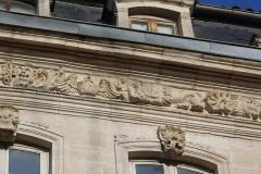 Maison -  Détail de la façade de l'Hôtel Lacroix-Laval rue de la République à Tournus (Saône-et-Loire, France)