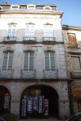 Maison -  Façade de l'Hôtel Lacroix-Laval au 17 rue de la République à Tournus (Saône-et-Loire, France)