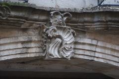 Maison -  Détail de la façade de l'Hôtel Lacroix-Laval à Tournus (Saône-et-Loire, France)
