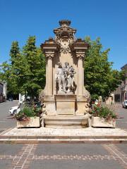 Fontaine Chataigner - Français:   Bléneau (Yonne, France); fontaine Chataignier