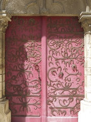 Eglise Saint-Martin - English: Door with horseshoes of the collégiale Saint-Martin in Chablis, (Yonne, France).