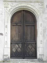 Eglise Saint-Loup - Portail latéral gauche de la façade occidentale de l'église Saint-Loup à Courlon-sur-Yonne (89).
