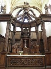 Eglise Saint-Loup - Maître-autel de l'église Saint-Loup à Courlon-sur-Yonne (89).
