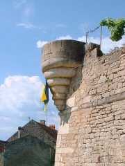 Enceinte de la ville -  Montréal (Yonne) - fortifications  Le carcasson (base de l'échauguette)