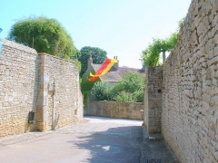 Enceinte de la ville -  Montréal (Yonne) - fortifications  emplacement de la Porte du Milieu