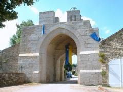 Enceinte de la ville -  Montréal (Yonne) - fortifications  Porte d'en Haut
