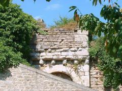 Enceinte de la ville -  Montréal (Yonne) - fortifications  Poterne