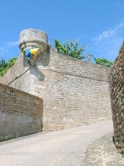 Enceinte de la ville -  Montréal (Yonne) - fortifications  Bastion et base de l'échauguette