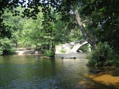 Pont sur la Cure (vieux) - English: River Cure, Morvan, Pierre-Perthuis