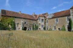 Maison-forte - Français:   Prise de vue de l\'angle nord-est côté cour intérieure du château de PiSy.