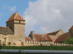 Maison-forte -  vue du château de Pisy, Yonne, côté sud