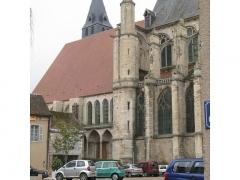 Eglise Saint-Pierre -  La collégiale de Saint-Julien-du-Sault coté Mairie