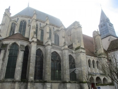 Eglise Saint-Pierre - Église Saint-Pierre de Saint-Julien-du-Sault (diocèse de Sens-Auxerre), côté Nord.