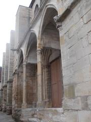 Eglise Saint-Pierre - Portail sud du 13ème de l'Eglie de Saint-Julien-du-Sault (Yonne) France