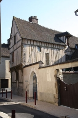 Maison à pans de bois - Français:   à l\'angle de la rue de l\'Hotel Dieu et de la rue St Antoine