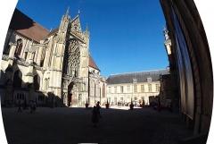 Ancien archevêché ou ancien palais archiépiscopal - Français:   Palais archiépiscopal de Sens (Yonne, France)