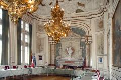Hôtel de ville -  L'hôtel de ville de Sens a été inauguré en 1904. Lucien Cornet était le député-maire de l'époque.
