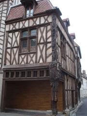 Maison dite d'Abraham -  Maison d'Abraham: 16th century house in Sens (Yonne -France). The corner pillar represents a Jesse tree.