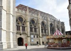 Salle synodale - Nederlands: Het synodaal paleis te Sens, Frankrijk
