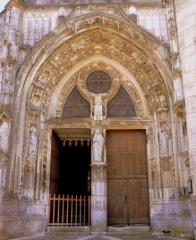 Eglise Saint-Julien - Français:   Portail de l\'église de Thury (89)