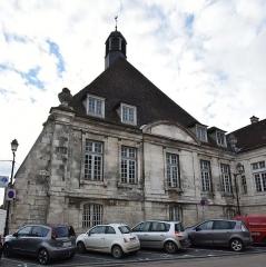 Hôpital - Nederlands: Hôtel-Dieu van Tonnerre, voorgevel uit 1763-67