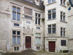 Hôtel d'Uzès - Français:   La façade de l\'Hôtel d\'Uzès à Tonnerre.