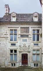 Hôtel d'Uzès - Français:   L\'entrée de l\'Hôtel d\'Uzès à Tonnerre.