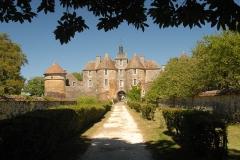 Château de Ratilly - Deutsch: Chateau-de-Ratilly, Südfront, Portaltürme