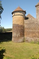 Château de Ratilly - Deutsch: Chateau-de-Ratilly,Südwestturm im Burggraben,