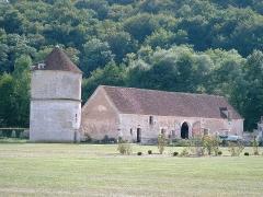 Ancienne abbaye cistercienne de Reigny, sise au hameau de Reigny -  Ancienne abbaye cistercienne de Reigny (Vermenton, Yonne)