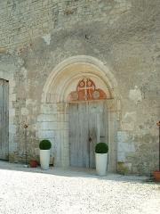 Ancienne abbaye cistercienne de Reigny, sise au hameau de Reigny -  Ancienne abbaye cistercienne de Reigny (Vermenton, Yonne)   l'entrée du réfectoire des moines