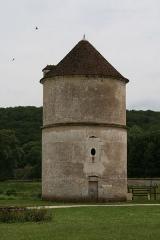 Ancienne abbaye cistercienne de Reigny, sise au hameau de Reigny -  Vermenton Abbaye de Reigny Pigeonnier