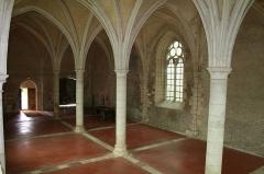 Ancienne abbaye cistercienne de Reigny, sise au hameau de Reigny -  Vermenton Abbaye de Reigny Réfectoire