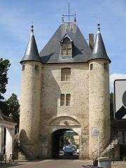 Portes de Sens et de Joigny - English: Interior view of the porte de Sens in Villeneuve-sur-Yonne (Yonne, France).