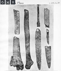 Grottes préhistoriques - English: Grotte du Trilobite, Arcy-sur-Cure, Yonne, Burgundy, France.  Taken from Abbé Alexandre Parat, Les Grottes de la Cure (côte d'Arcy): La grotte du Trilobite, plate 4 (between pp. 32-33). 8 engraved bones.