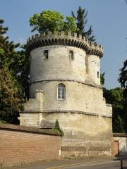 Ancienne abbaye Saint-Lucien, à Notre-Dame-du-Thil - Français:   Tour de l\'enceinte de l\'abbaye Saint-Lucien, rue Saint-Lucien.