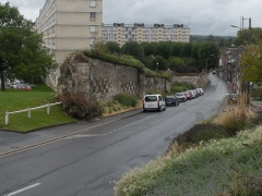 Ancienne abbaye Saint-Lucien, à Notre-Dame-du-Thil - Français:   mur de l\'Abbaye Saint-Lucien de Beauvais classé Monument historique