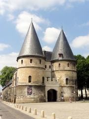 Ancien palais épiscopal, ancien palais de justice, actuellement musée départemental de l'Oise - Ancien palais épiscopal - musée départemental de l'Oise, châtelet d'entrée.