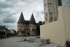 Ancien palais épiscopal, ancien palais de justice, actuellement musée départemental de l'Oise - English: Beauvais - Rue Saint-Pierre - View WNW on the Towers-Entrance to le Musée Departemental de l'Oise